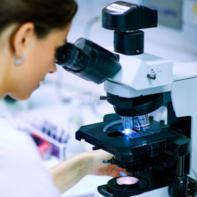 Nuestros centros reúnen tecnología de vanguardia, equipos médicos y profesionales de vasta experiencia, para tratar distintos tipos de cáncer.