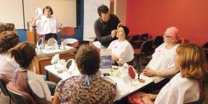 """Diez pacientes del Instituto Oncológico FALP participaron el viernes 22 de julio de un taller de maquillaje llamado """"Luzca Bien…Siéntase Mejor""""."""